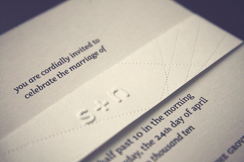 Modern-Embossed-Wedding-Invitations-Belly-Band