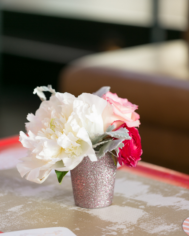 How to Create Floral Arrangements for a Cocktail Party / Tips from Eleanor Hsu of Flower Muse / Oh So Beautiful Paper / Photos by Charlie Juliet Photography