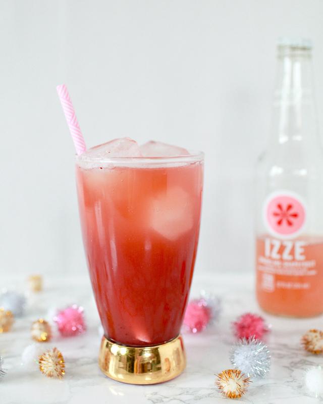Winter Fruit Mocktail Recipe with Izze Grapefruit Soda / Liquoray for Oh So Beautiful Paper