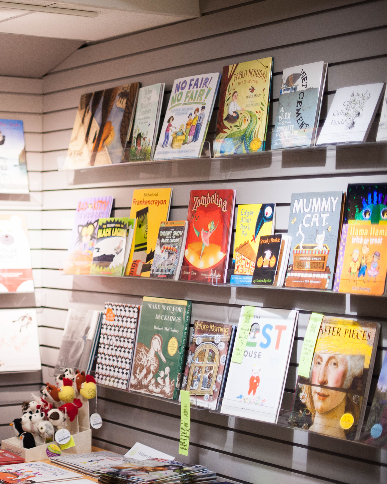 Where to Shop in Washington, DC: East City Books / Photo by Rachel Lyn Photography for Oh So Beautiful Paper